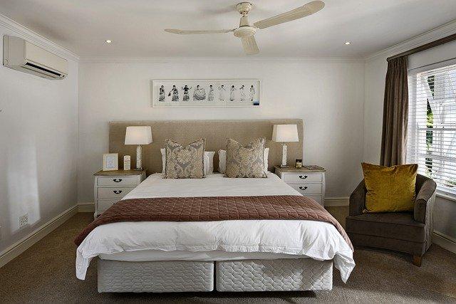 chambre hôtel avec lit double